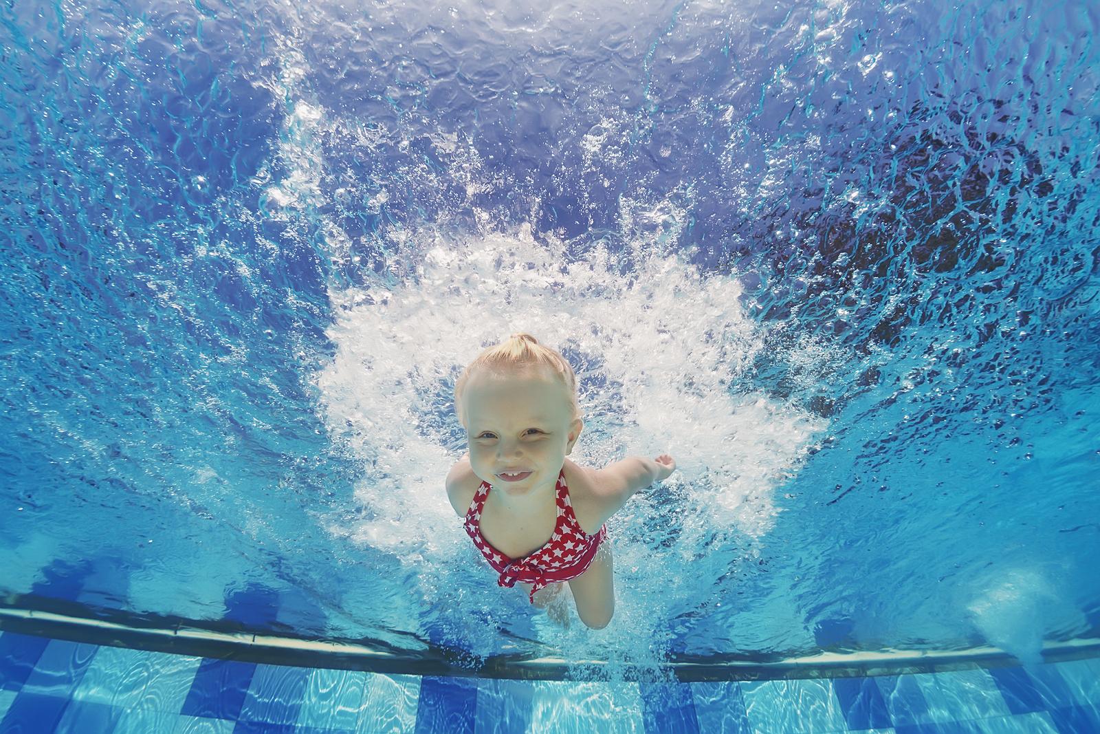 child swimming underwater - photo #23